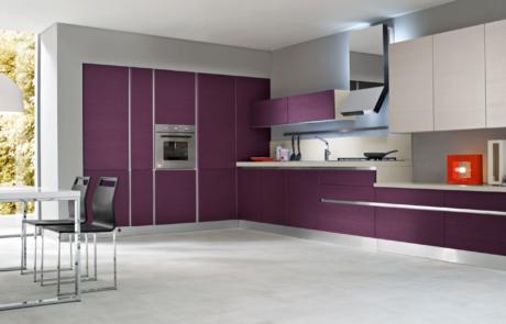 cucina di colore viola modello riga